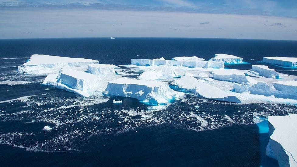 Se rompe uno de los icebergs más grandes del mundo
