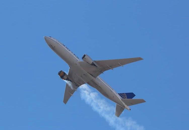 Boeing pide la inmovilización de 128 aviones 777 tras incidente en Colorado