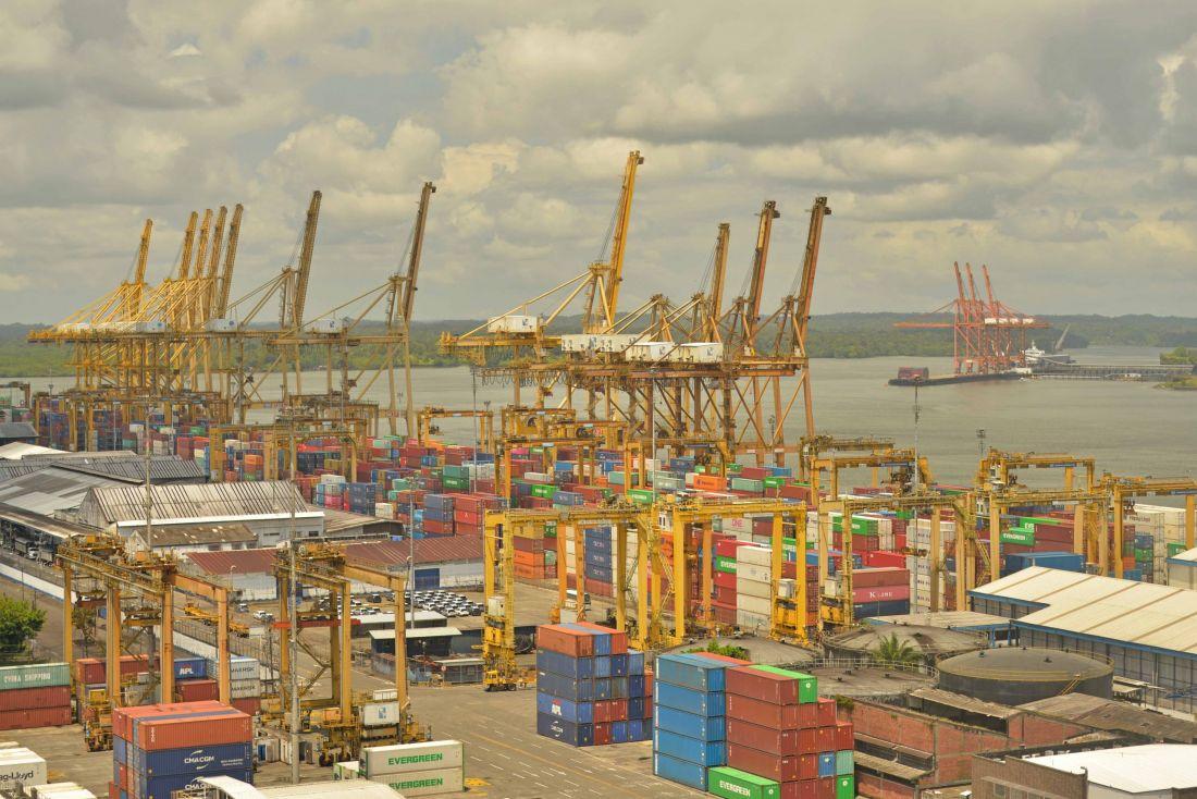Un puerto a la deriva