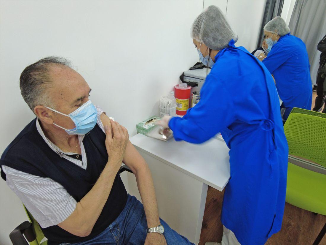 ¡Atención! Alcaldía dice que la capital se está quedando sin vacunas