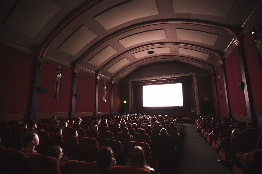 Cine Colombia aplaza fecha de reapertura de sus teatros