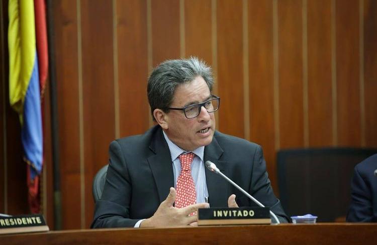 Alberto Carrasquilla presenta su renuncia al Ministerio de Hacienda