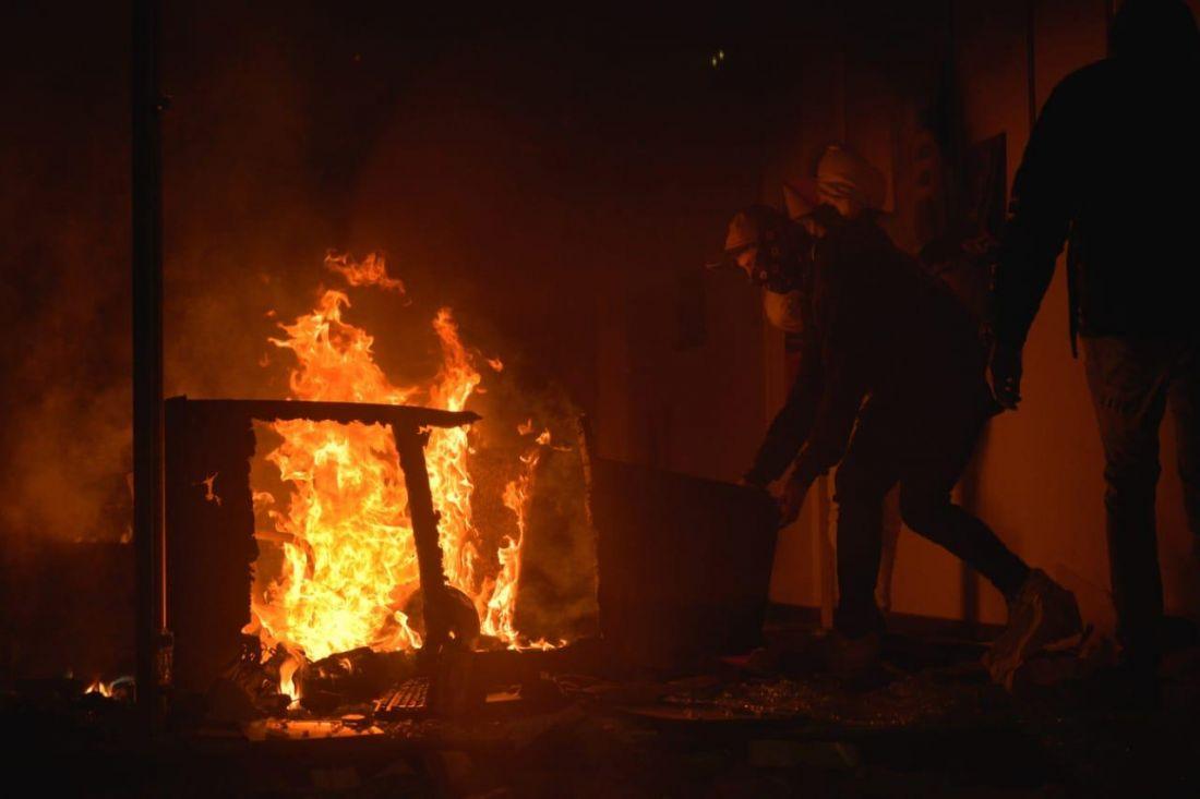 Bogotá vivió una noche difícil tras disturbios y CAI atacados.