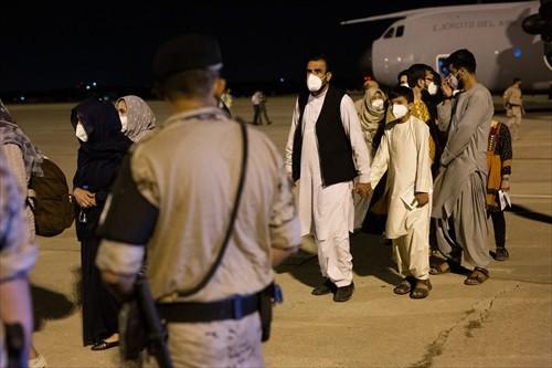 Unas 37.000 personas han logrado salir de Afganistán desde la toma talibán