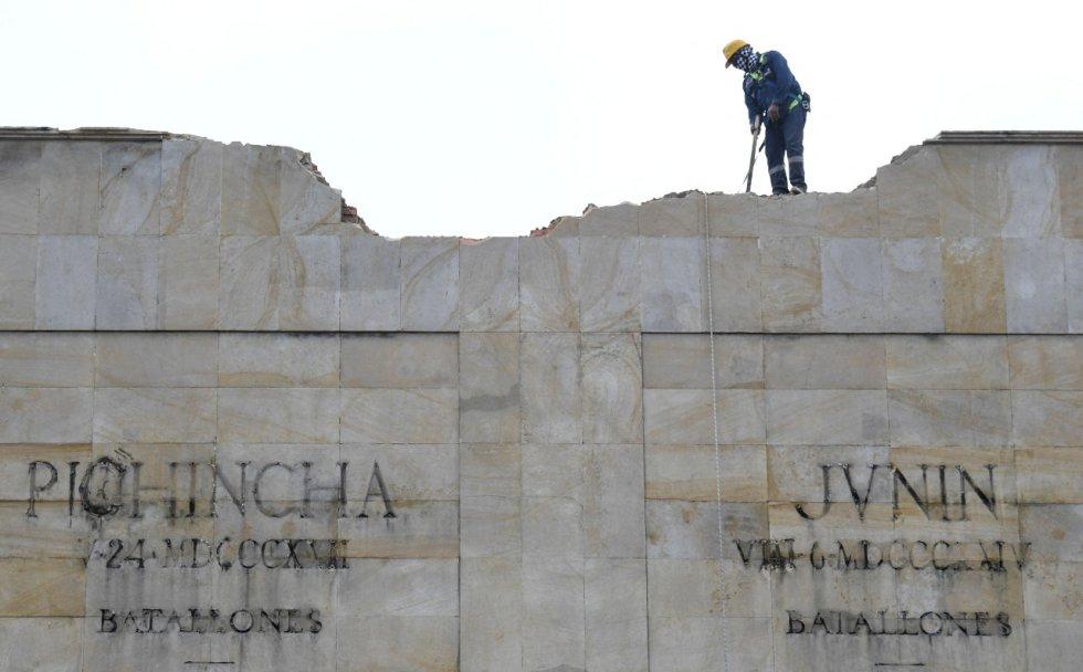 Claudia López lo hizo realidad: empezó la demolición de Los Héroes
