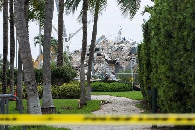 La Policía detiene a varios sospechosos de robar la identidad de víctimas del derrumbe del edificio de Miami