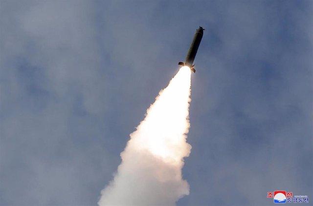 Corea del Norte lanza un «proyectil no identificado» hacia el mar de Japón