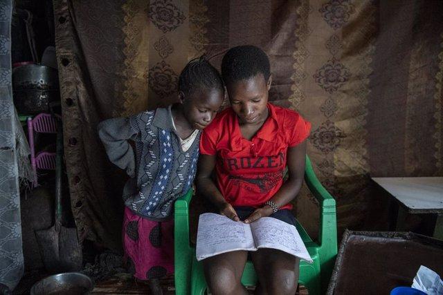 Casi 77 millones de estudiantes siguen con sus escuelas cerradas por la COVID-19, alerta UNICEF