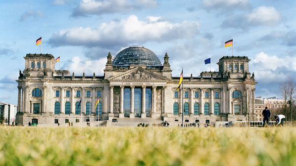 Los alemanes acuden este domingo a unas elecciones sin Merkel y con el escenario abierto